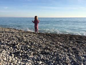 Mädchen vor Meer